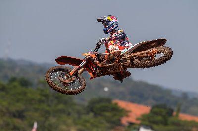 Jorge Prado gana el GP de Asia y empata en el liderato.