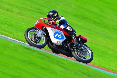 Velocidad Clásicas: Sergio Fuertes domina en el Ricardo Tormo